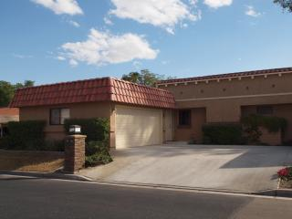 Cozy, clean townhouse on greenbelt. - Palm Desert vacation rentals