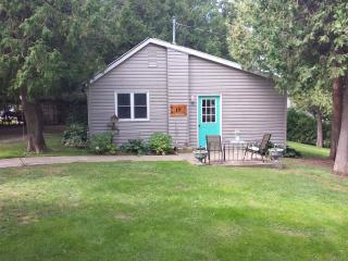 Beautiful Cottage with Television and Water Views - Inverhuron vacation rentals