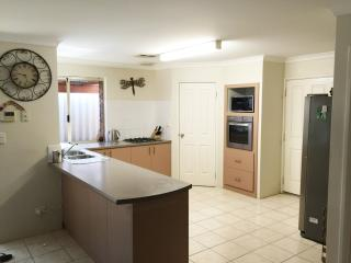 Bright 4 bedroom House in Carramar - Carramar vacation rentals