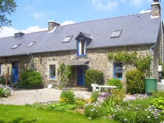 "Le Boterff - ""Rose"" - Spacious and comfortable holiday gite to sleep up to 6 - Saint-Mayeux vacation rentals"