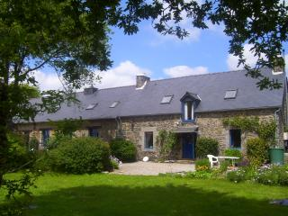 "Le Boterff - ""Chevrefeuille"" - Spacious, comfortable holiday gite to sleep up 5 - Saint-Mayeux vacation rentals"