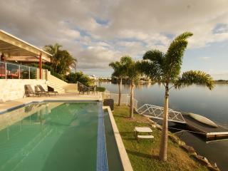 Bright 5 bedroom Vacation Rental in Varsity Lakes - Varsity Lakes vacation rentals