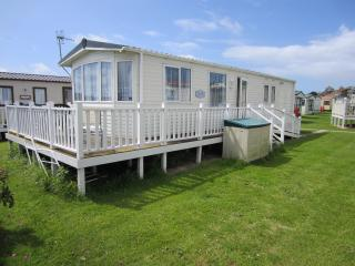 2 bedroom Caravan/mobile home with Internet Access in West Bay - West Bay vacation rentals