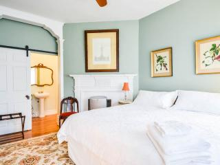 RM201 King bed with private en suite in Historic House - Philadelphia vacation rentals