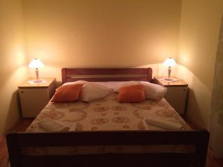 Bright 1 bedroom Skradin Condo with A/C - Skradin vacation rentals