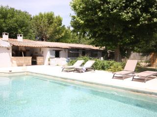 Nice Farmhouse Barn with Internet Access and Washing Machine - Caumont-sur-Durance vacation rentals