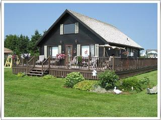 Cozy 2 bedroom Chalet in Stratford with Television - Stratford vacation rentals
