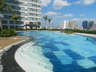 Fully Furnished Studio Unit in Makati with WIFI - Makati vacation rentals