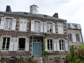 Adorable Bed and Breakfast in Brehal with Wireless Internet, sleeps 8 - Brehal vacation rentals