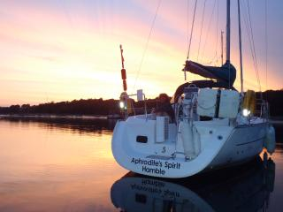 Beautiful 3 bedroom Hamble Yacht with Balcony - Hamble vacation rentals