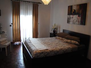 Quarto Duplo C/W.C. PARTILHADO - Castelo Branco vacation rentals