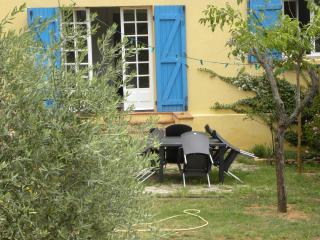 Charmant T3 au calme tout confort proche Aix 3 km - Saint-Marc-Jaumegarde vacation rentals