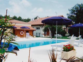 Apt 3* piscine, balcon, jardin privé à 300m plage - Vieux-Boucau-les-Bains vacation rentals