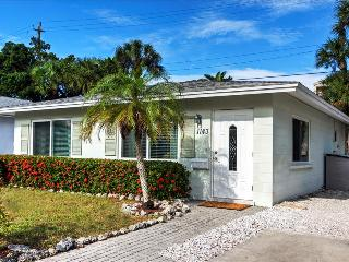 Siesta Villa Coralline - Spend The Holiday's In A Beach Villa - New Holiday Pricing - Siesta Key vacation rentals