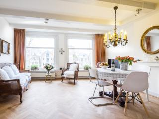 Lovely canal facing apt in heart of Amsterdam - Amsterdam vacation rentals