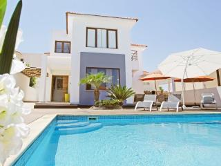 Perfect 4 bedroom Villa in Kapparis with Parking - Kapparis vacation rentals