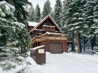 Close to trails, skiing, and town & w/ access to bikes - Carnelian Bay vacation rentals