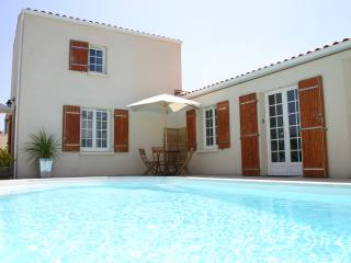 Apartment with Pool at heart of La Rochelle (Apt2) - La Rochelle vacation rentals