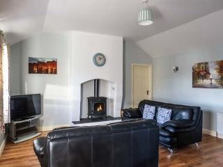 CLOGHEEN COTTAGE, country cottage, pet-friendly, open plan living area, solid fuel stove, Kingscourt, Ref 932115 - Kingscourt vacation rentals