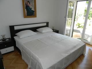 "Apartments ""JELAVIĆ"" 5/4+1 - Bol vacation rentals"