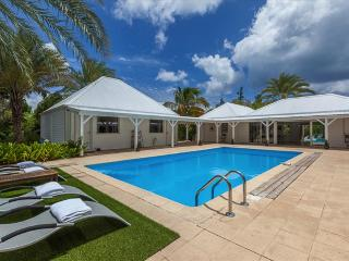 3 bedroom Mini paradise of luxury and relaxation - Terres Basses vacation rentals