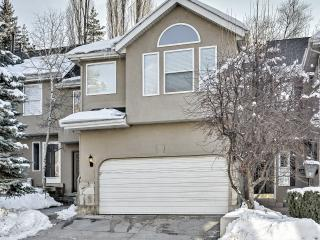 New Listing! 'Wasatch R&R' Spacious 4BR Cottonwood Heights Townhome at the base of the Wasatch Mountains w/Private Hot Tub - Near 9 Ski Resorts, Hiking, Rock Climbing, & More! - Cottonwood Heights vacation rentals