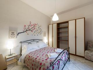B&B Da Mila - double bed room with shared bathroom - Florence vacation rentals