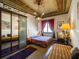 NEAR THE CATHEDRAL APARTMENT CAVOUR - Florence vacation rentals