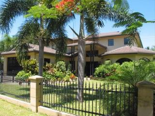 Casa Bella Vista - Beachfront - Holloways Beach vacation rentals