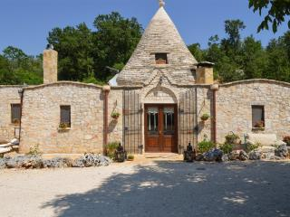 Beautiful Villa with Television and Parking - Noci vacation rentals