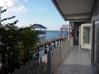 Paradise Boathouse Bang Sa-re - Sattahip vacation rentals