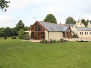 Beautiful Cottage with Internet Access and Tennis Court - Cheriton Fitzpaine vacation rentals