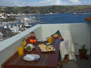 Bay Beach Cottage-by the beach - Horta vacation rentals