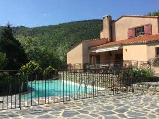 Villa piscine chauffée grand jardin pour 2 à 12per - Mosset vacation rentals