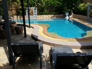 Huge, comfortable 4 bed pool villa in East Pattaya - Pattaya vacation rentals