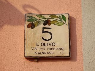 Bright 2 bedroom San Gennaro Collodi Condo with Dishwasher - San Gennaro Collodi vacation rentals