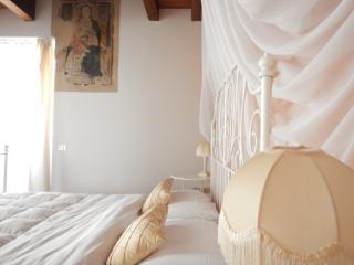 CA'DINORA -CAESAR appartamento- - Bardolino vacation rentals