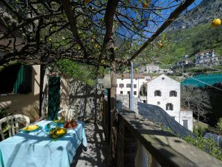 Bright 2 bedroom Apartment in Pontone with Garden - Pontone vacation rentals