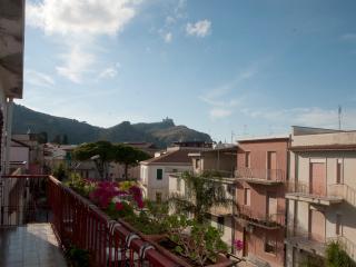 appartamento, p.1, ampio terrazzo, 3 min dal mare - Oliveri vacation rentals