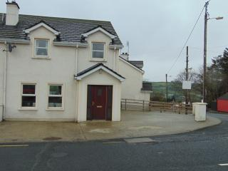 Perfect 3 bedroom House in Carndonagh with Washing Machine - Carndonagh vacation rentals