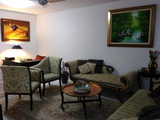Luxury Serviced Two Bed On Orchard Accommodates 5 - Singapore vacation rentals