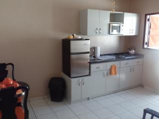 *Intro Special Price* Relax we have hot water :D - Paradera vacation rentals