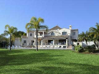 LARGE, LUXURIOUS & IMMACULATE VILLA - Estepona vacation rentals