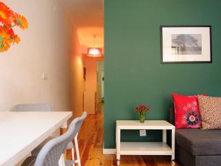 Comfortable 2 bedroom Lisbon Condo with Internet Access - Lisbon vacation rentals
