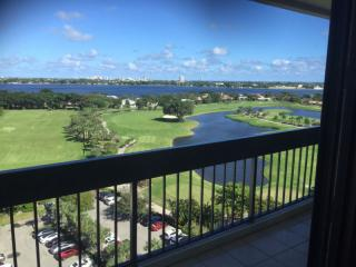 Very nice condo with a great view over the golf - West Palm Beach vacation rentals
