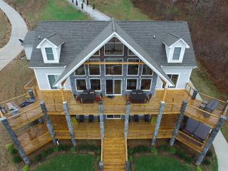 Norris Lake, 6 BR Lakefront, Sleep 23, Pvt Dock - La Follette vacation rentals