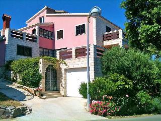 Apartments Doris / Lovely apartment (A7) - Zavalatica vacation rentals