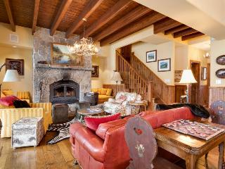 Ski-in/ski-out townhome w/shared hot tub, pool, & chef's kitchen! - Soda Springs vacation rentals