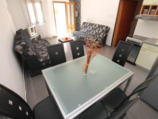 Cozy 1 bedroom Petrovac Apartment with Boat Available - Petrovac vacation rentals