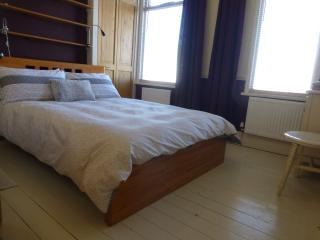 Private double room in Hampton character cottage - Hampton vacation rentals